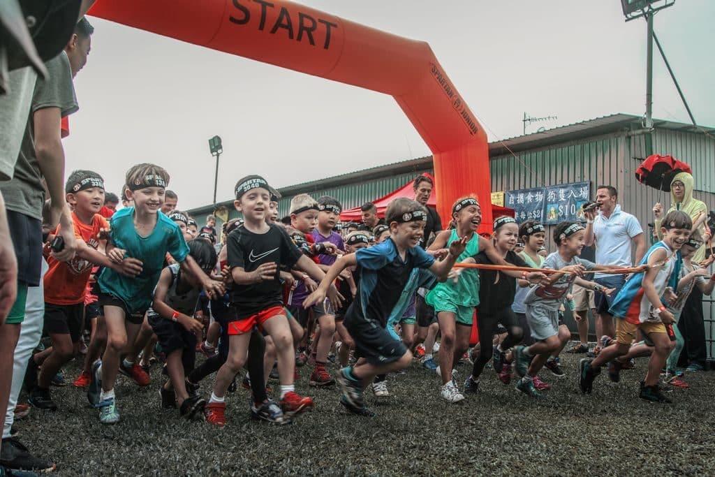 香港斯巴達障礙賽2018 除了成人賽,還有斯巴達兒童賽,全程約2公里,共11項障礙。