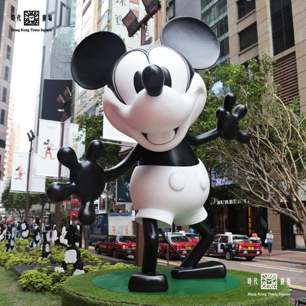 時代廣場米奇 90 周年展覽上最吸睛的,當然非 3.4 米高的黑白米奇莫屬。