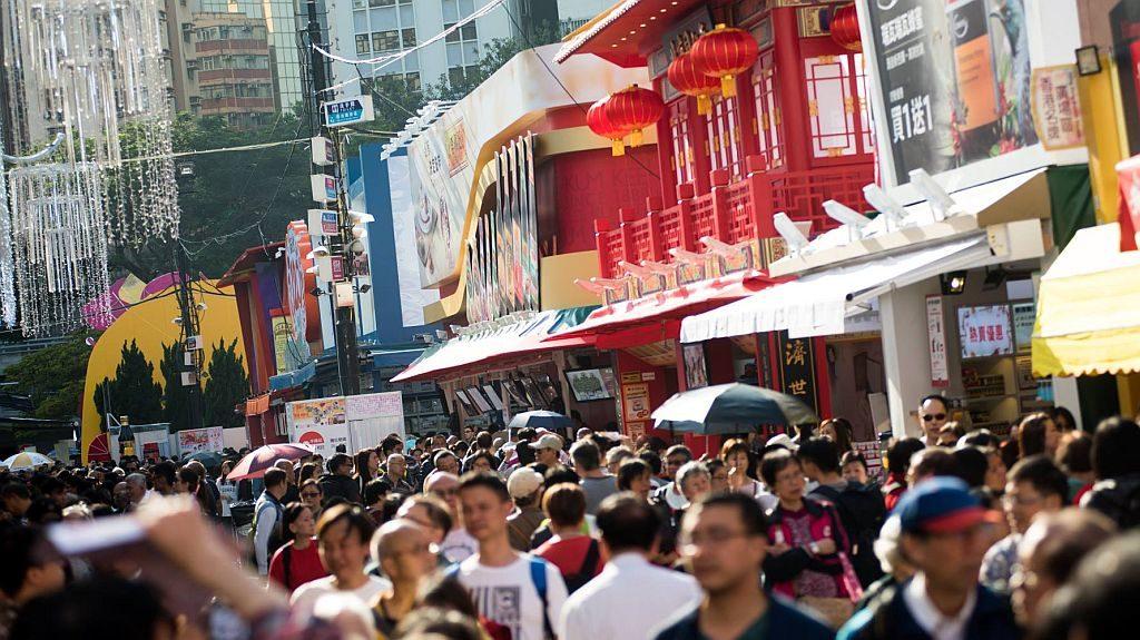 第 53 屆香港工展會有逾 880 個參展攤位,貨品種類以售賣家電和食品為多。