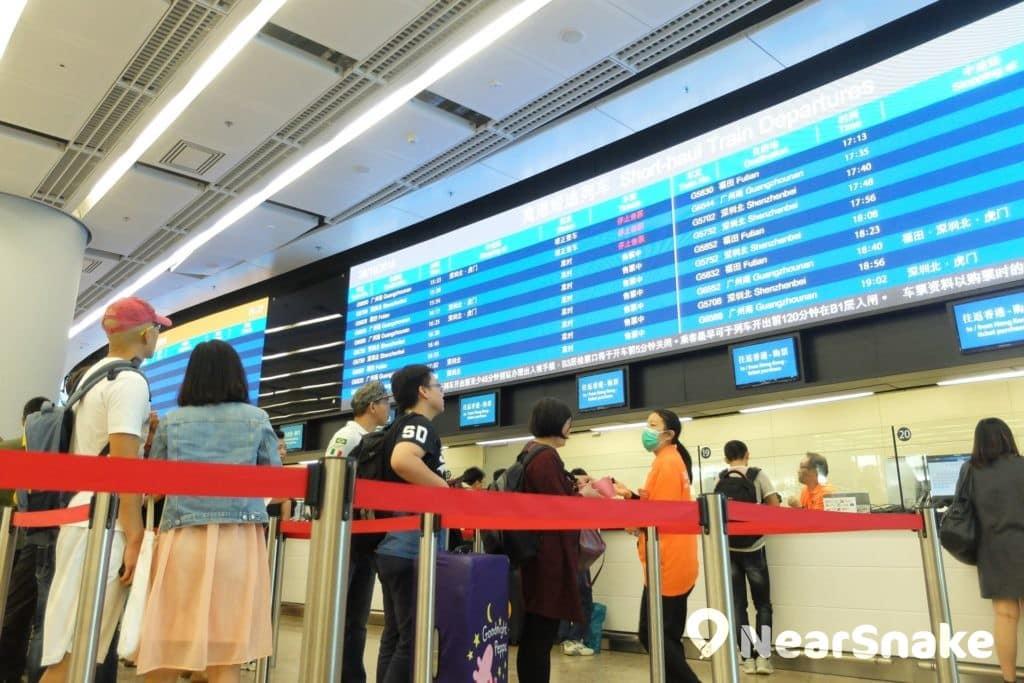 西九站售票大堂,可購買即日或預售車票。