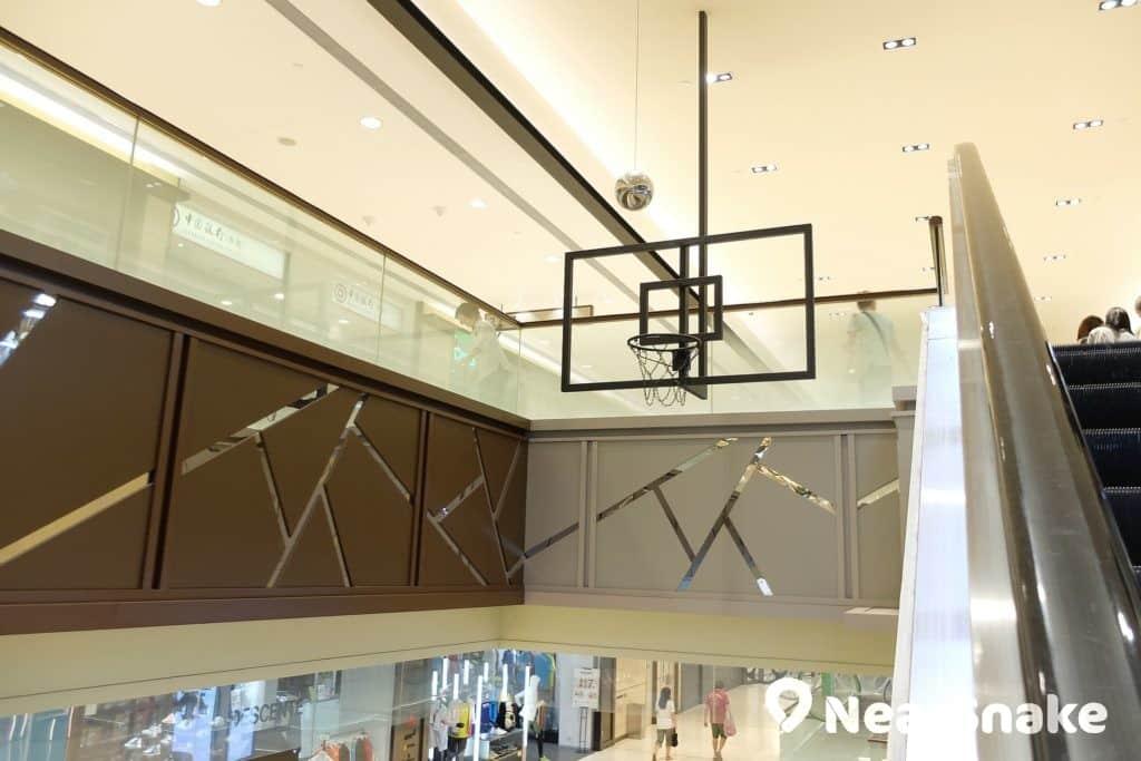 來到杏花新城,看到高高在上的籃球框,大家是否很有「入樽(灌籃)」的衝動?