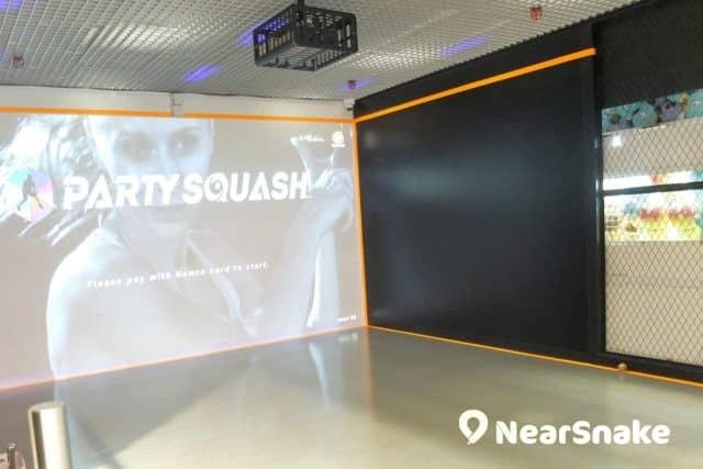 Dreamland Playground 通過 VR 虛擬實境技術,讓你對著投射大屏幕打壁球,算是很新鮮的體驗吧!