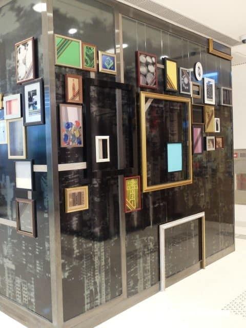 大家可在杏花新城內看到這些外觀奇特的展櫃,頗合乎豪宅商場時尚感喔!