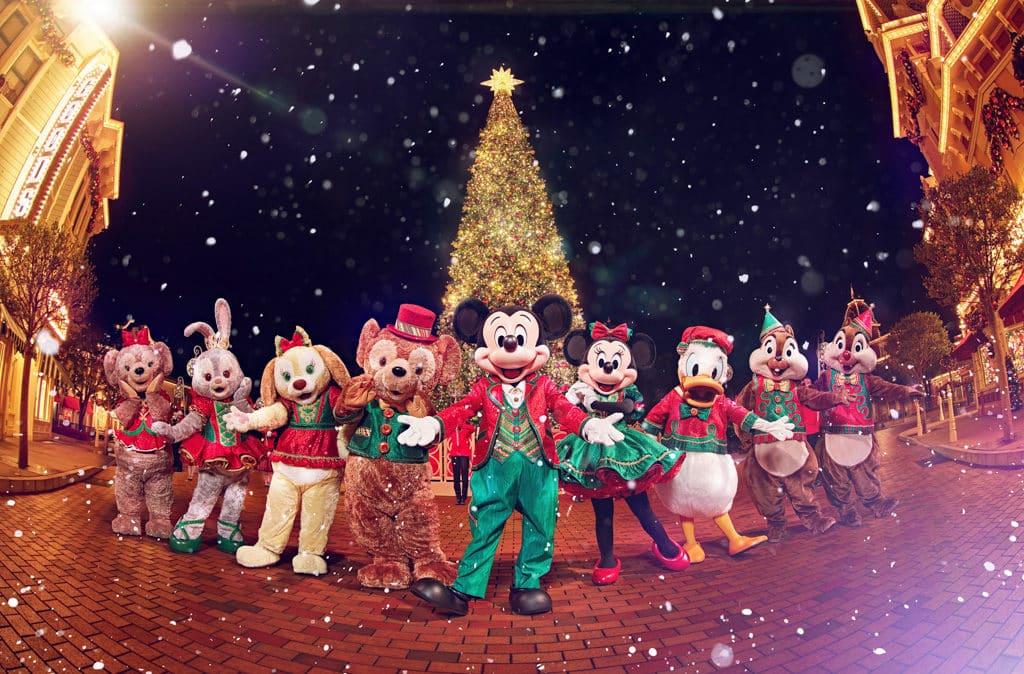香港迪士尼聖誕節2018:A Disney Christmas 在全新聖誕樹襯托下欣賞聖誕飄雪及聖誕樹亮燈。