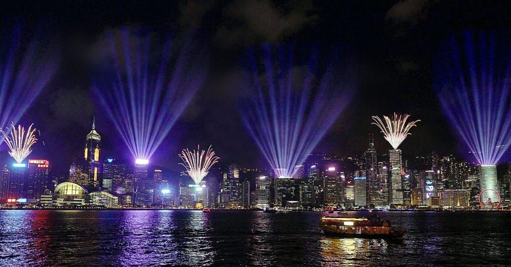 「幻彩詠香江」將提升匯演效果,參與匯演的大廈及地點更將增加至 44 個。