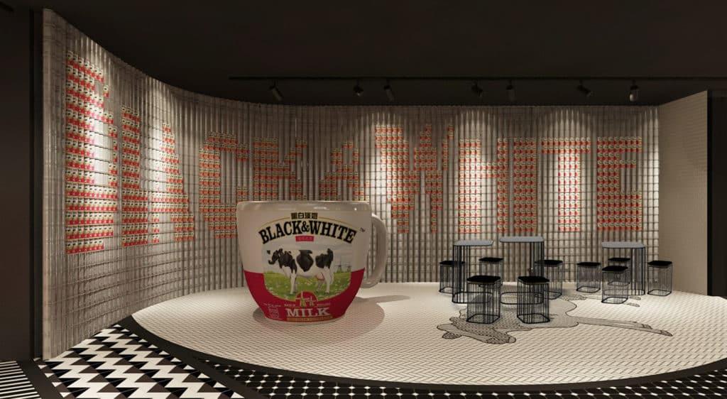 黑白奶茶體驗館:第六屆「港式奶茶日」 「奶是力牆」是一個由黑白淡奶罐砌成的 Mega Wall 藝術品。