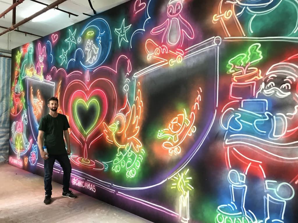 中港城:塗鴉藝術聖誕燈飾 Drew Straker 創作的藝術裝置放置於中港城內。