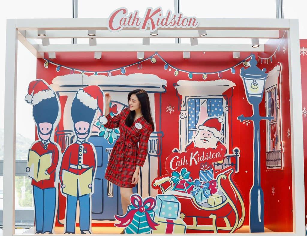 東薈城名店倉:Cath Kidston 滿屋英倫聖誕風 來到英式小屋可與英國士兵及聖誕老人合照留念。