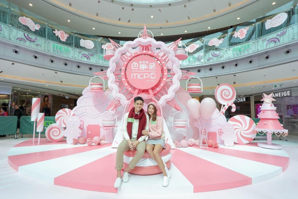 恒基商場:「色廊展」聖誕主題裝置 MCP 新都城中心:粉紅「控」Selfie 樂園