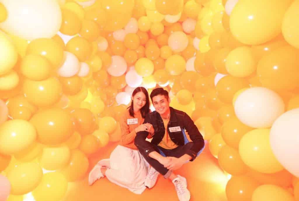 恒基商場:「色廊展」聖誕主題裝置 KOLOUR荃灣千色匯:橘色小賣部
