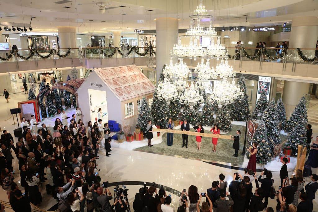 圓方Elements:華麗水晶童話 冬日森林由多棵聖誕杉樹組成,沿路有各種聖誕裝飾。