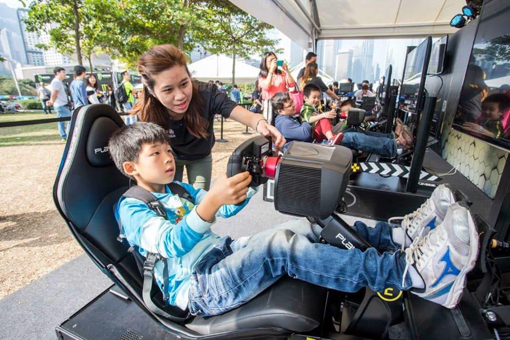 Formula E Hong Kong 2019|電動方程式賽車2019 E-Village 內可一嚐 E-Race 模擬駕駛滋味。