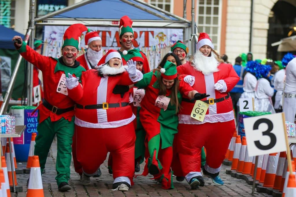 黃金海岸商場:柏靈頓「熊」抱聖誕 「聖誕布甸跑」是倫敦舉行的傳統聖誕慶祝活動。