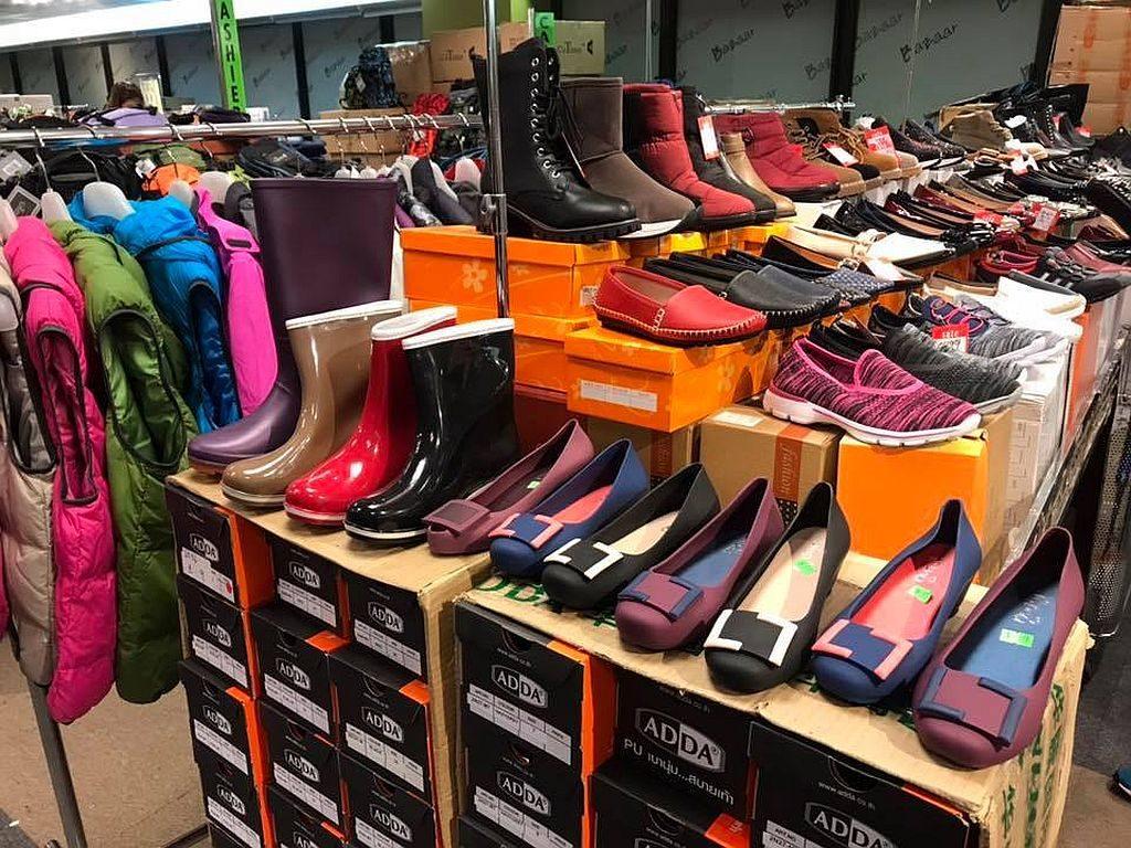 馬拉松「聖誕便服及運動名牌開倉」上有大量運動鞋及休閒鞋可供選購,鞋款 $50 港元起。