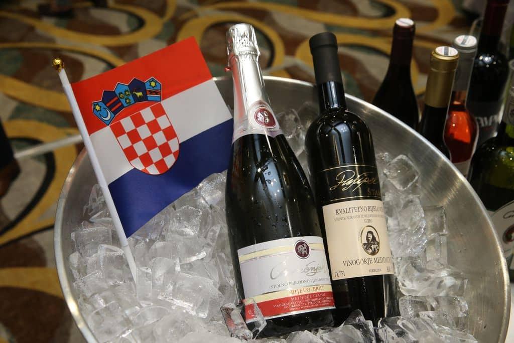 香港參展商Croatia Wine (HK) Company帶來克羅地亞一款由當地原生葡萄Pušipel釀造的罕有白酒。這葡萄糖度低、酸度高,著重果香和礦物味,熱愛嚐新的愛酒人一定會想先飲為快。