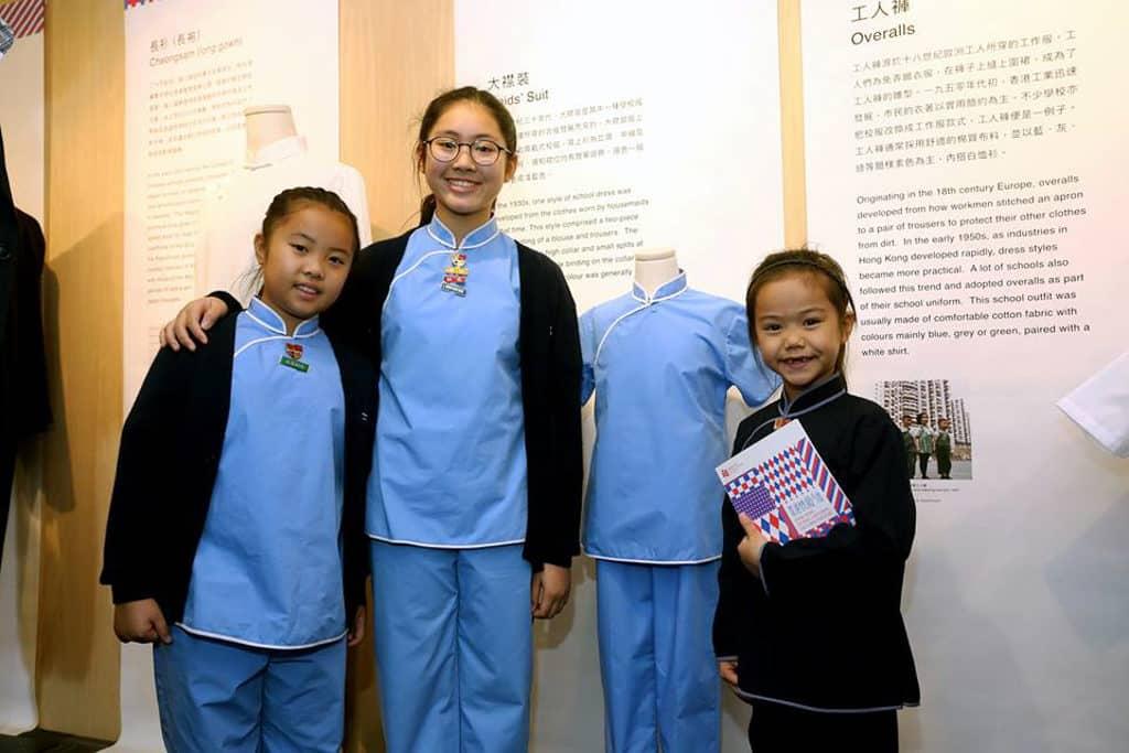 香港教育博物館:「香港校服今昔」展覽 瑪利諾神父會教會學校(小學部)是全港唯一仍然採用大襟裝(俗稱馬姐裝)做女生校服的學校。