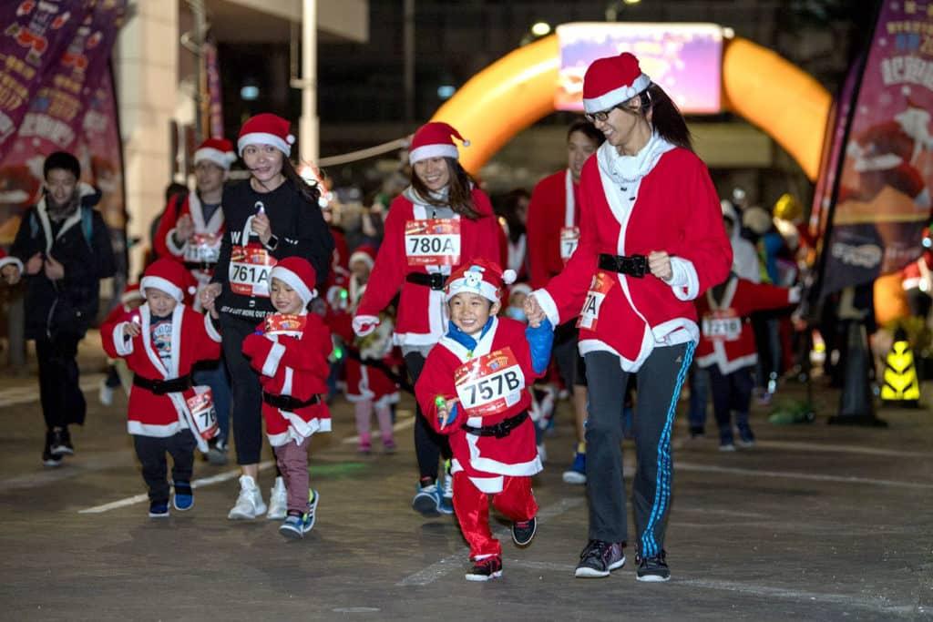 科學園:寰宇希望千個聖誕老人夜跑2018 聖誕節前與小朋友為慈善跑步,別具意義。