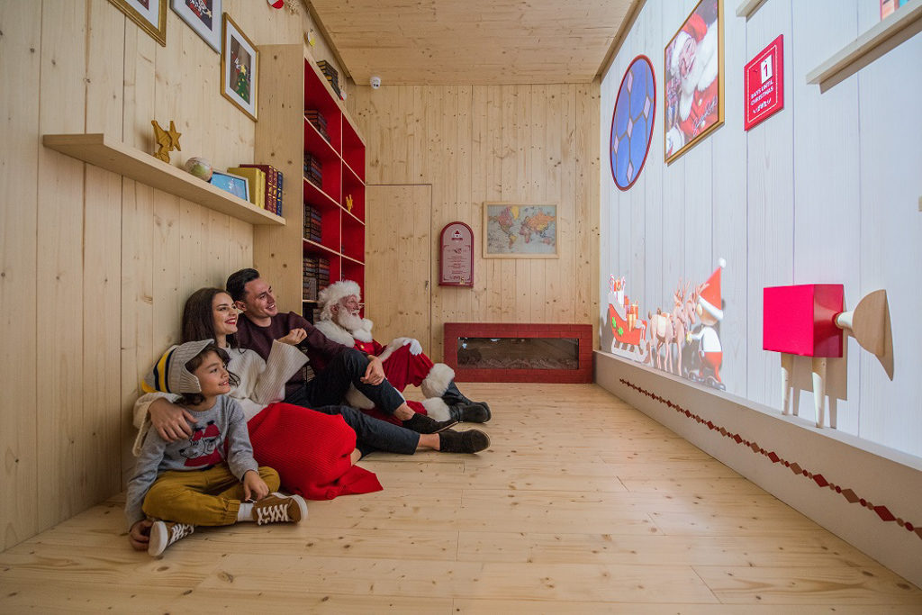 ifc 商場在 2018 聖誕節期間將變身成充滿北歐氣氛的聖誕老人學院「Santa Academy」。