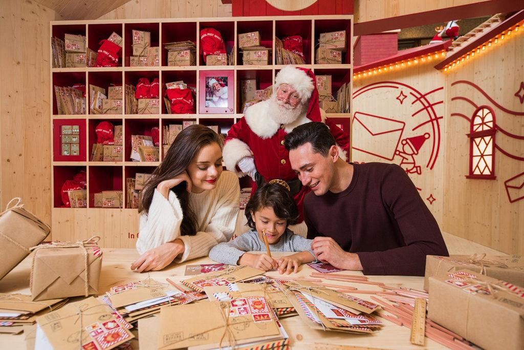 ifc 商場在 2018 聖誕節期間將變身成充滿北歐氣氛的聖誕老人學院「Santa Academy」。 撰寫明信片