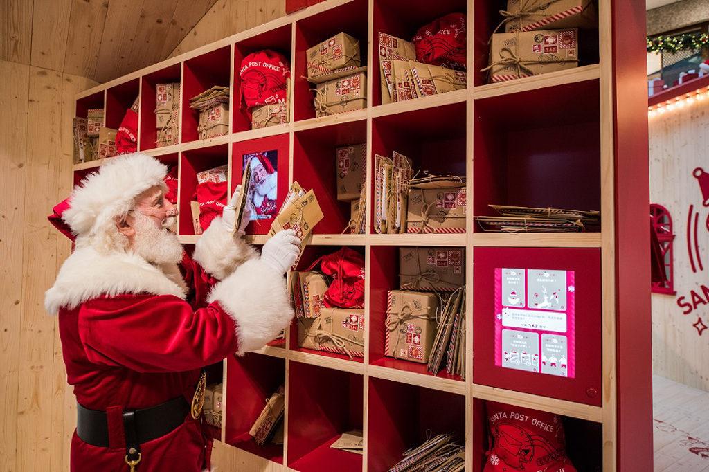 ifc 商場在 2018 聖誕節期間將變身成充滿北歐氣氛的聖誕老人學院「Santa Academy」。聖誕郵局