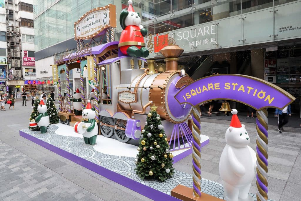 聖誕熊貓寶寶列車駛往 iSQUARE 國際廣場。