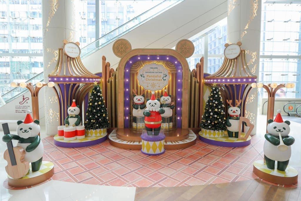 iSQUARE 商場 3 樓 iFUNCTION 設置聖誕熊貓寶寶聖誕音樂演奏情境佈置。