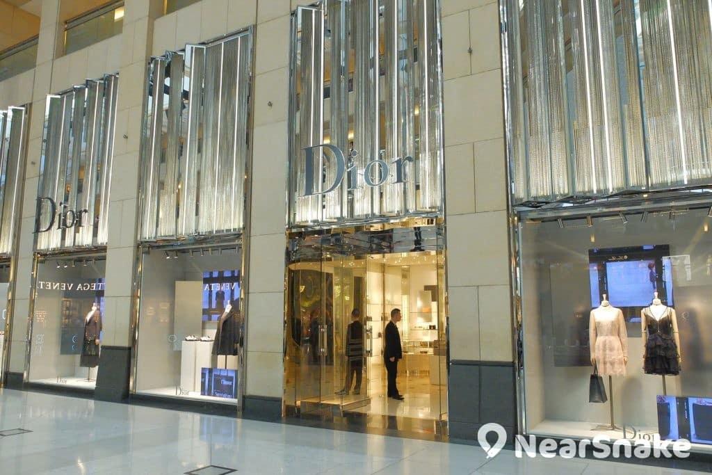 置地廣場中庭有奢華時尚店 Dior 坐鎮。