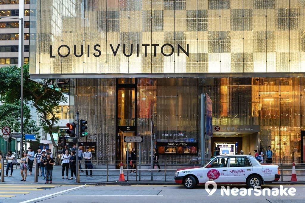 奢華時尚店 Louis Vuitton 進佔了置地廣場外部舖位。