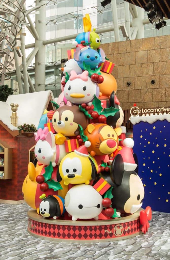 朗豪坊:迪士尼 Tsum Tsum 聖誕市集 2 由 22 個迪士尼角色組成的 4.5 米高 Tsum Tsum 聖誕樹。