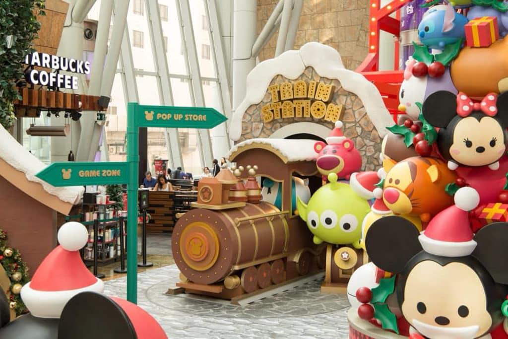 朗豪坊:迪士尼 Tsum Tsum 聖誕市集 7 Tsum Tsum 米奇以聖誕老人造型進駐朗豪坊。
