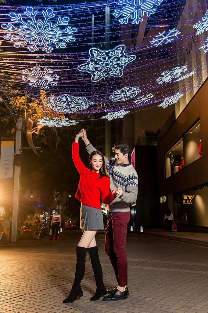 利園:夢幻閃燦星光迴廊 利園一期的希慎道掛上片片雪花燈飾。