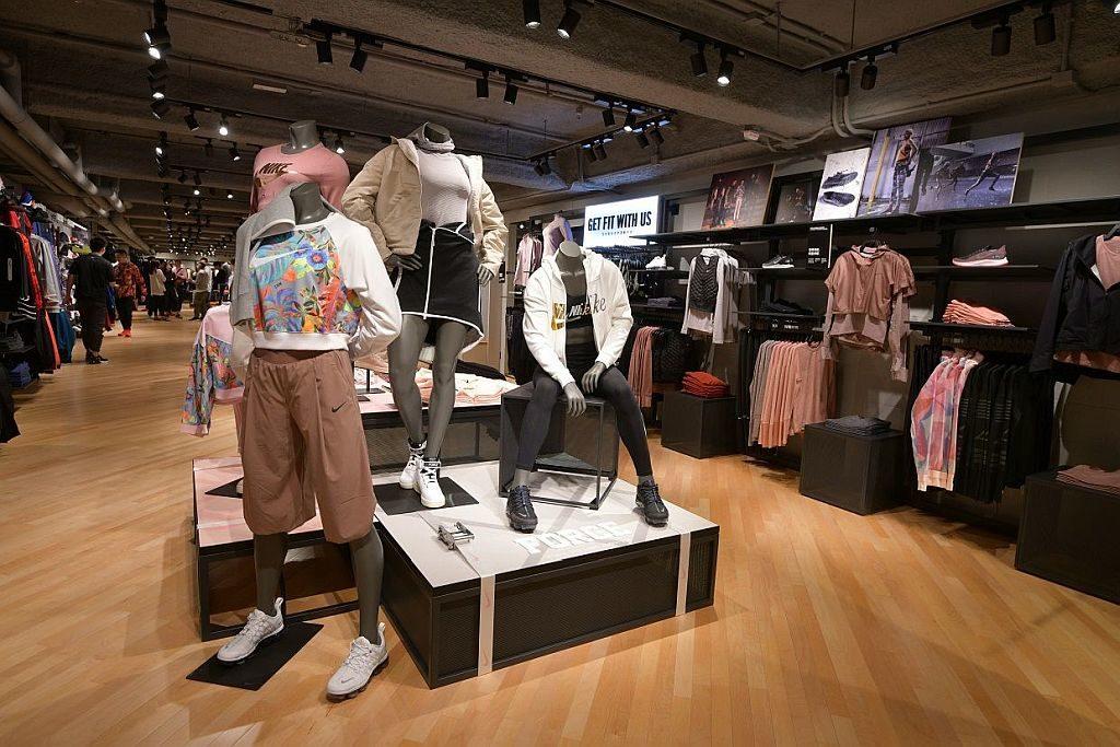 Nike 禮頓中心店新店採用嶄新、明澄及工業風的設計,打造時尚運動氛圍。