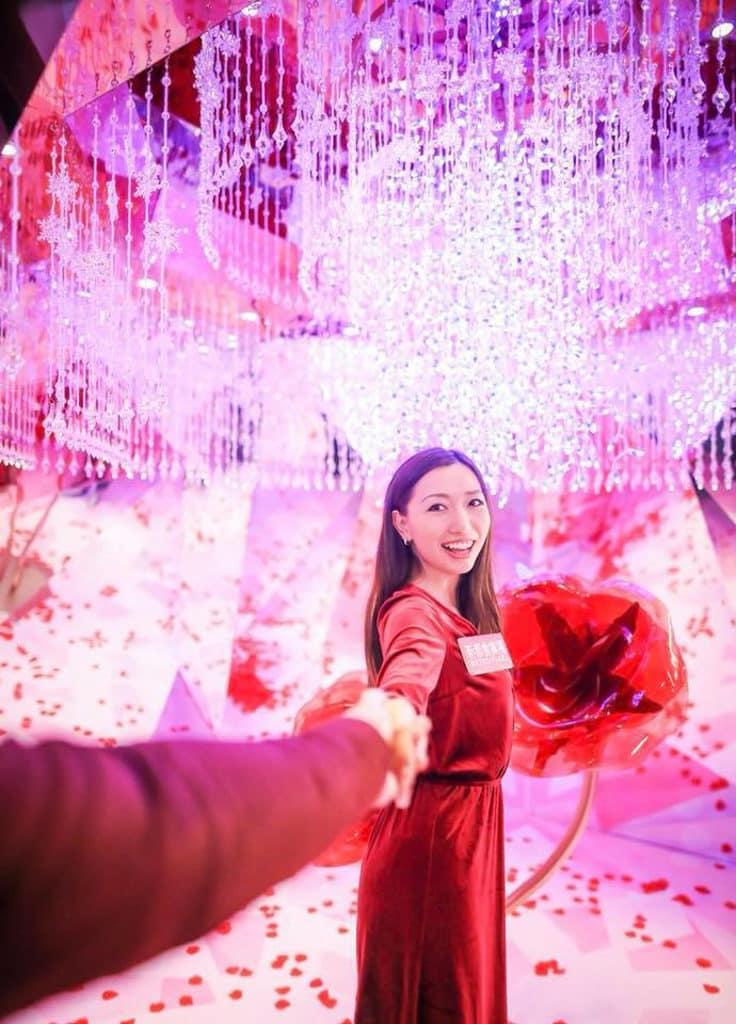新都會廣場:Christmas Rosemance 巨型水晶玫瑰