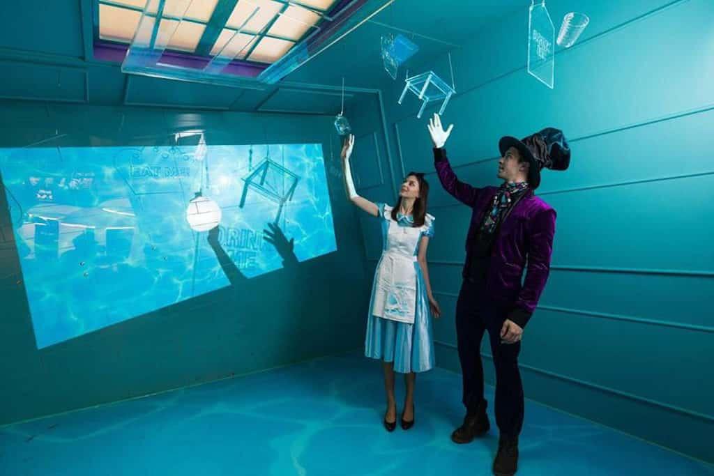 新城市廣場:Alice – Into the Rabbit Hole 活動圖片 展覽以《愛麗絲夢遊仙境》為創作主軸。