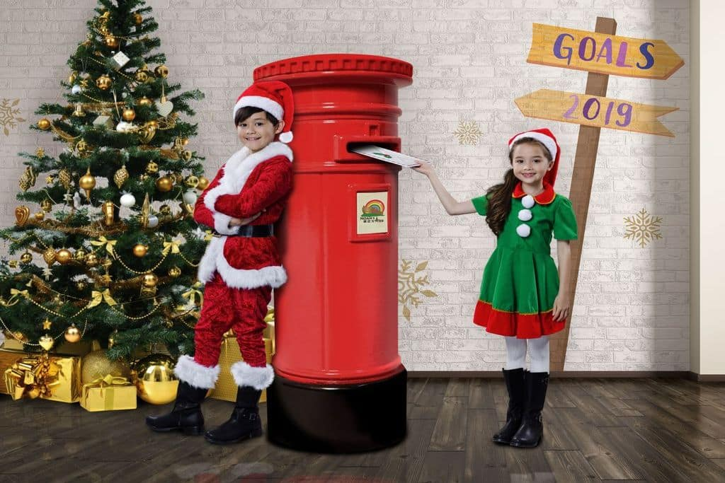 「未來聖誕郵箱」,小朋友快來寄信給未來的你們。