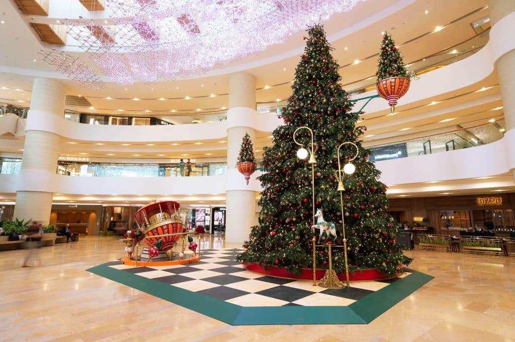 太古廣場:Where Christmas Comes to Life 聖誕老人及精靈們一同將魔法工作間移師至太古廣場。