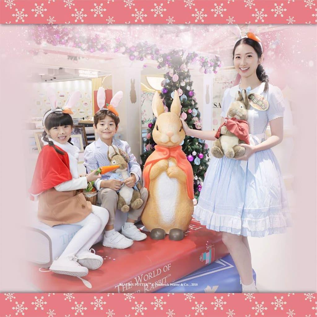將軍澳中心:Peter Rabbit 雪國聖誕村 Peter Rabbit 首次以聖誕造型亮相香港。