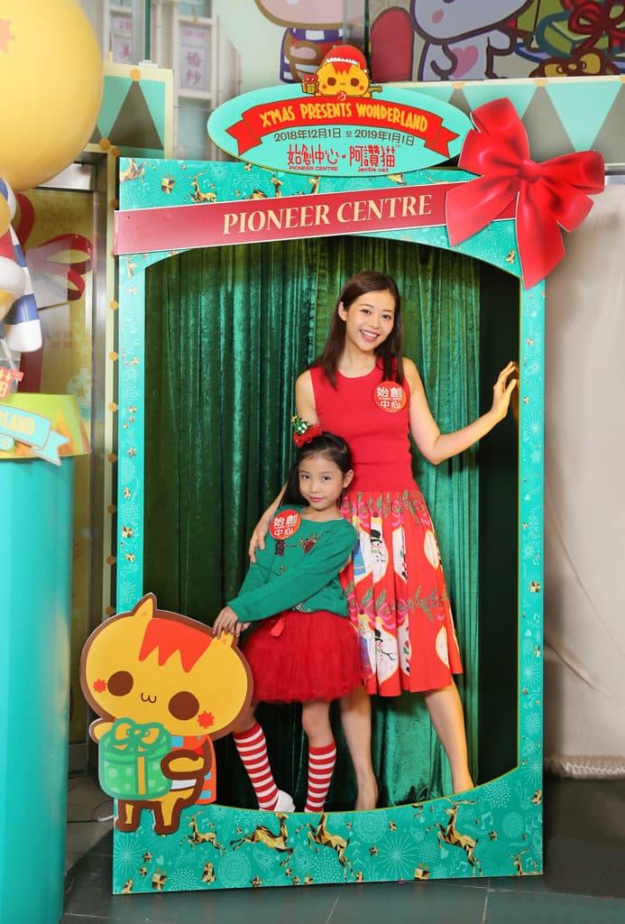 始創中心:阿讚貓 X'mas Presents Wonderland 訪客可走進超大禮物盒拍照。