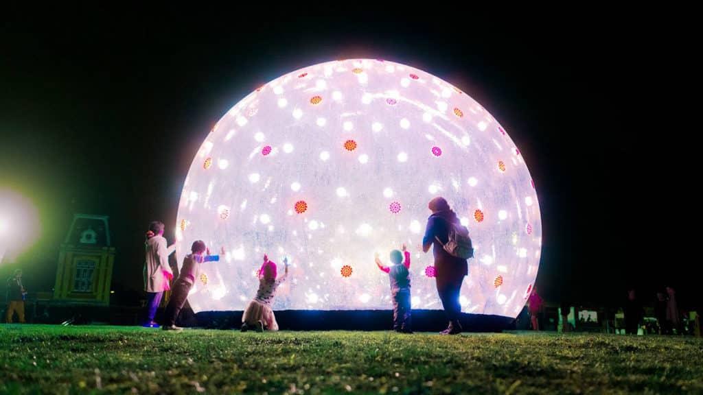 「BODW城區活動」包括展出澳洲設計團隊 ENESS 的大型設計裝置「巨型『聲』光泡泡」。