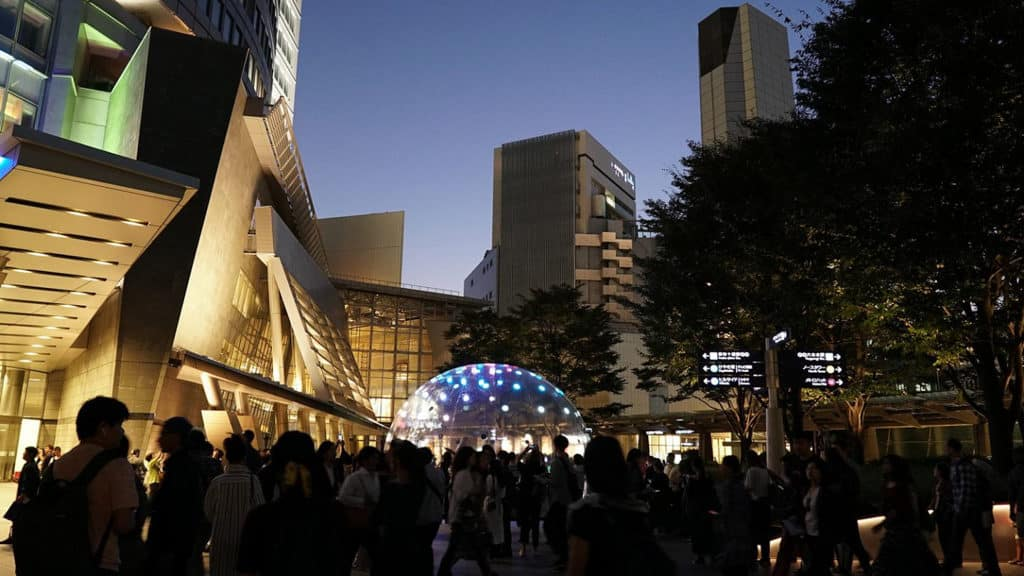 灣仔:「巨型『聲』光泡泡」大型設計裝置 「巨型『聲』光泡泡」由澳洲墨爾本設計團隊創作。