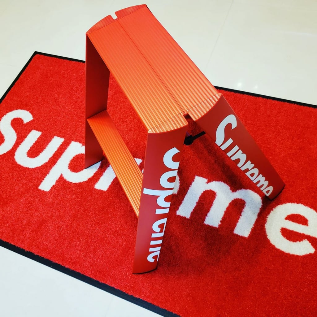 利奧坊:Supreme Square珍藏分享展及潮流巿集 Supreme摺梯