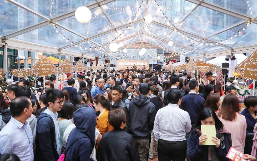太古地產白色聖誕市集2018 太古地產白色聖誕市集以往吸引不少人流。