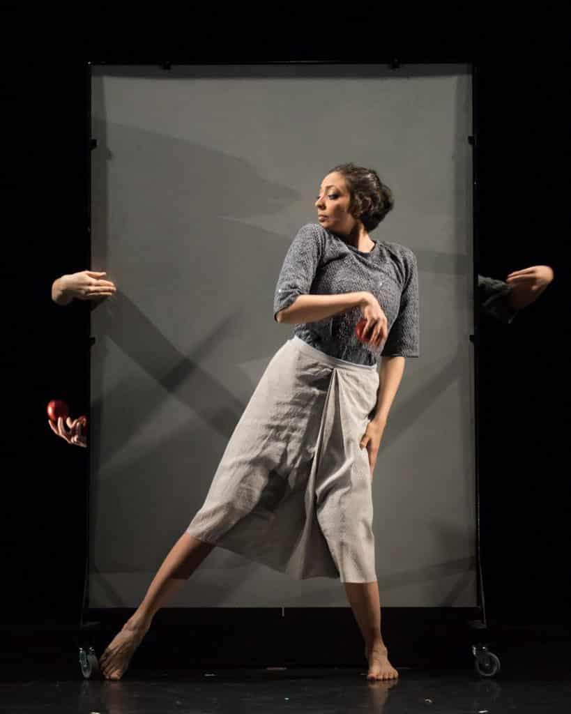 反轉大館馬戲季:《奇幻鏡花遊》 《奇幻鏡花遊》表演者揉合雜技、幾何學與傳統印度舞蹈。