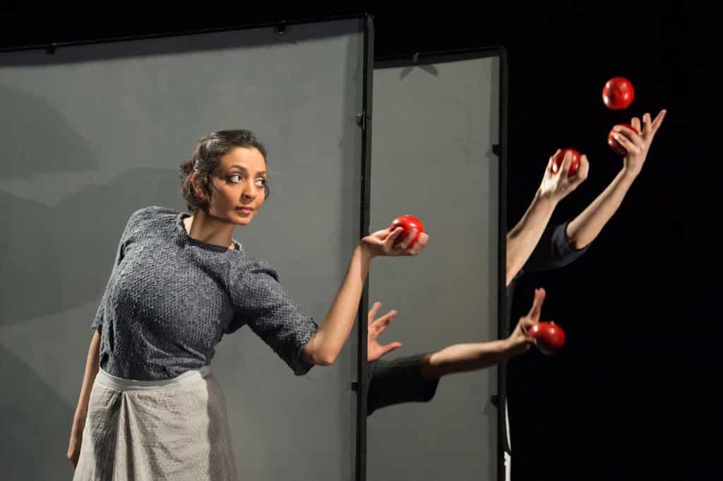 反轉大館馬戲季:《奇幻鏡花遊》Gandini Juggling 敢於創新及挑戰跨藝術形式合作。
