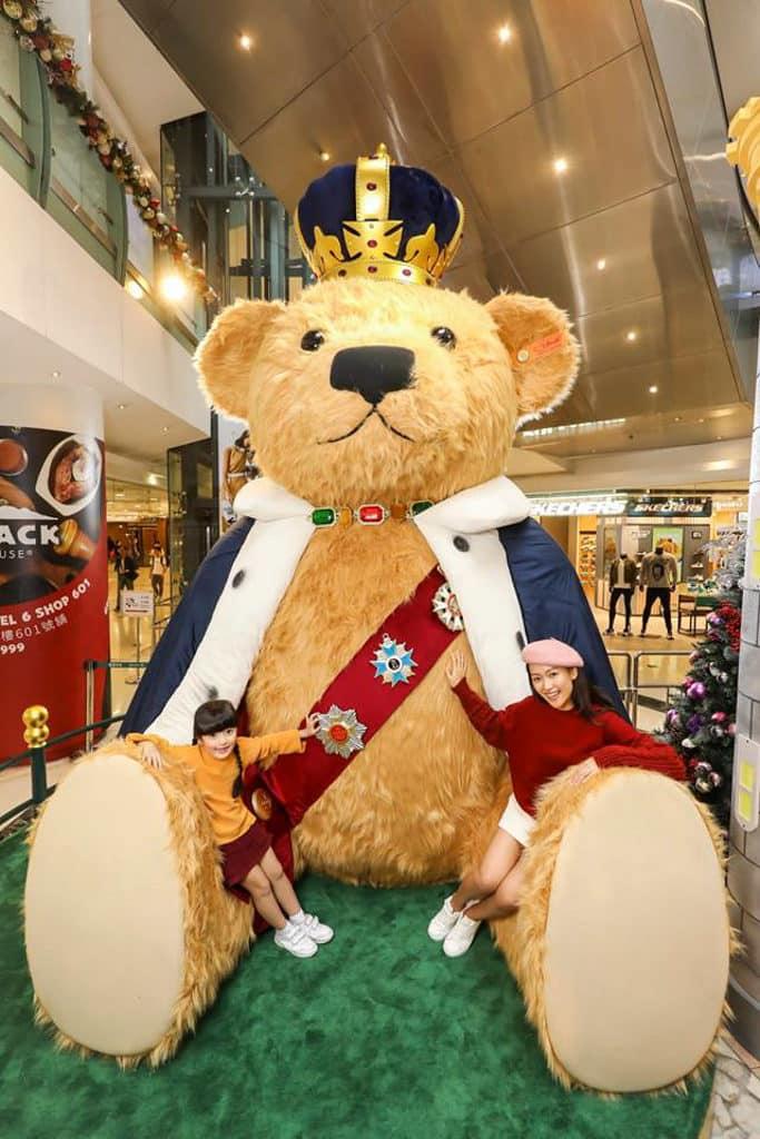 德福廣場:泰迪熊聖誕市集 全球首次登場、4 米高國王造型亮相的毛毛泰迪熊。