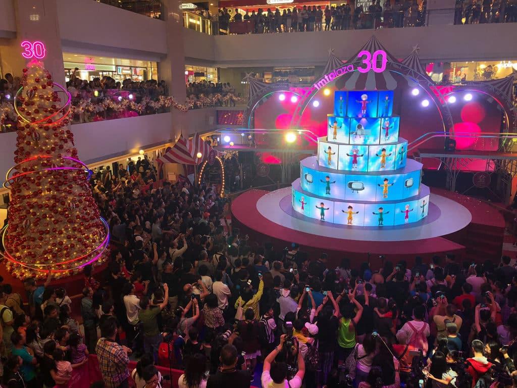屯門市廣場:光影聖誕嘉年華 屯門市廣場打造巨型 LED 屏幕和圓形舞台。