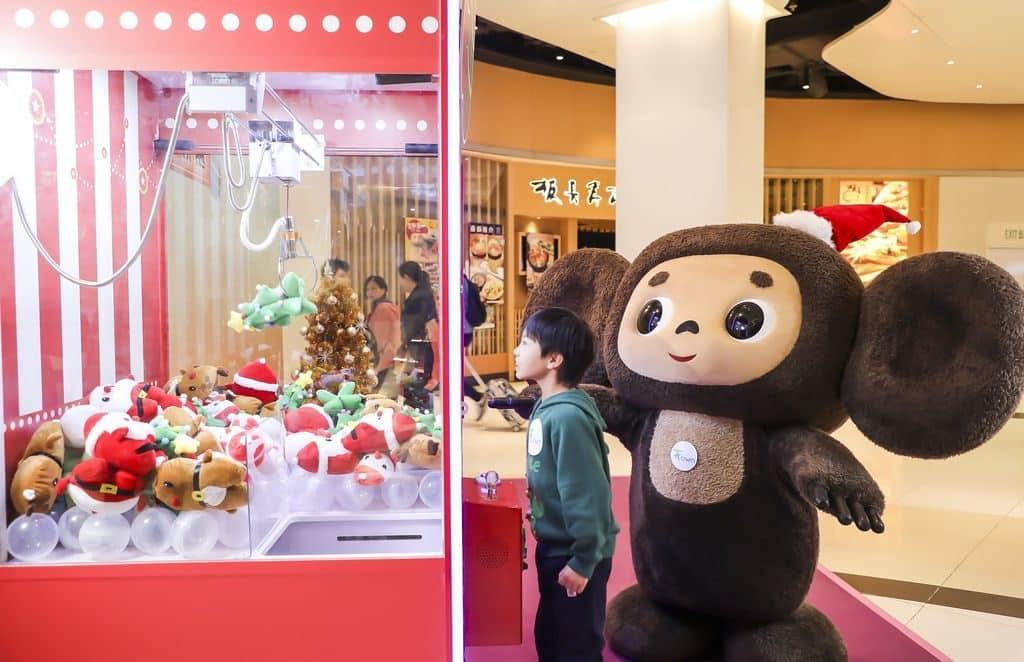 憑任何電子消費即可參加「聖誕禮遇」活動,挑戰趣味滿分的夾娃娃機,獲取精美聖誕禮物一份!