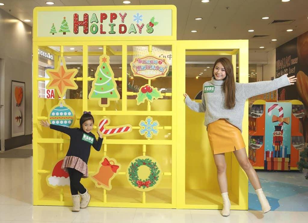 大埔新達廣場:聖誕玩具小鎮 逾 2 米高的模型專屬零件裝置。