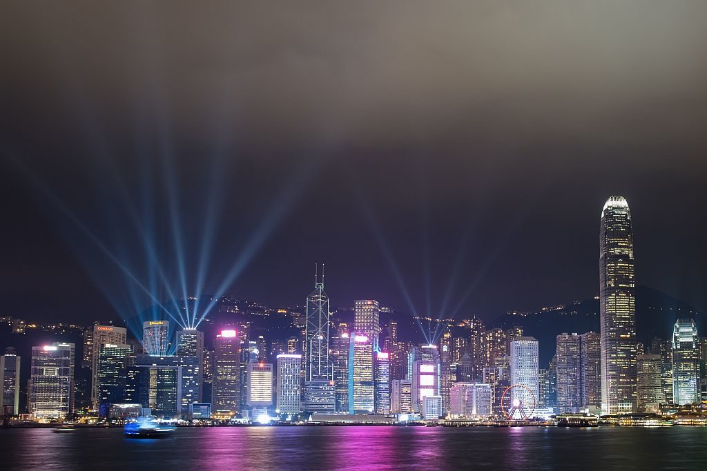 「幻彩詠香江」冬日版的參與大廈及地點更將增加至 44 個。