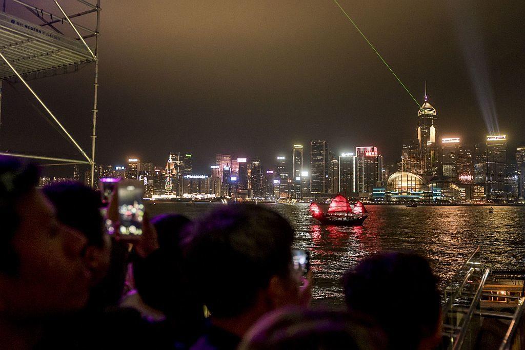 尖沙咀海濱乃觀賞幻彩詠香江冬日版的最佳位置。